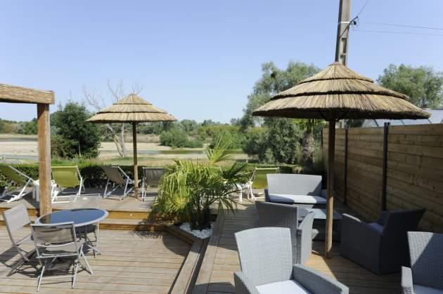 Terrasse du snack vu sur Loire